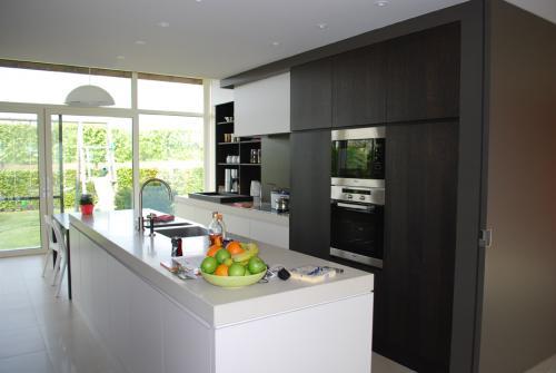 Keuken met wandkasten